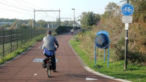 E-biker  op de F35 fietssnelweg